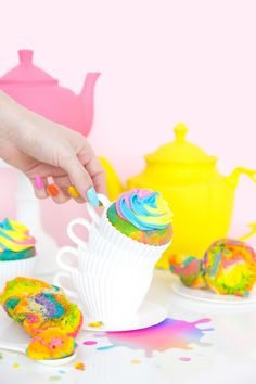 Alice In Wonderland inspired rainbow tea-cupcakes!