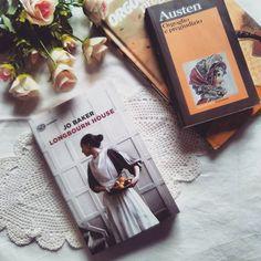 Ciao lettori!! Come forse saprete Orgoglio e pregiudizio di Jane Austen è uno dei miei libri preferiti sicuramente l'unico che io abbia riletto più volte.  Forse anche per le ambientazioni che ricordano i romanzi vittoriani  anche se è ambientata un secolo dopo il romanzo più celebre della Austen ho amato la serie TV Downton Abbey di cui non ho ancora visto la sesta e ultima stagione perché non mi piace pensare che sia l'ultima  prima o poi mi faccio coraggio e la guardo (sì lo so sorvoliamo…