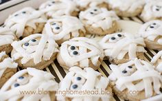 Mummy Cookies...these look easy and cute! #Halloween #recipes