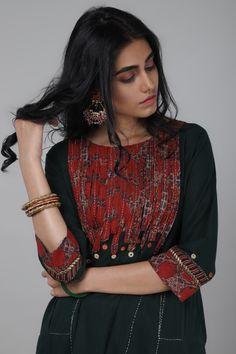 Kurtha Designs, Chudidhar Neck Designs, Kurti Neck Designs, Dress Neck Designs, Kurta Designs Women, Kurti Designs Party Wear, Blouse Designs, Pakistani Fashion Casual, Pakistani Dress Design