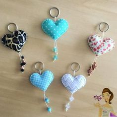 fabric crafts keychain Blumen-Filz-S - fabriccrafts Keychain Diy, Felt Keychain, Keychain Ideas, Sewing Crafts, Sewing Projects, Needle Felted Cat, Fabric Hearts, Felt Christmas Decorations, Felt Patterns