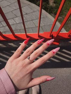 Red and pink nails Summer Acrylic Nails, Best Acrylic Nails, Summer Nails, Minimalist Nails, Stylish Nails, Trendy Nails, We Heart It Nails, Nail Design Glitter, Glitter Nails