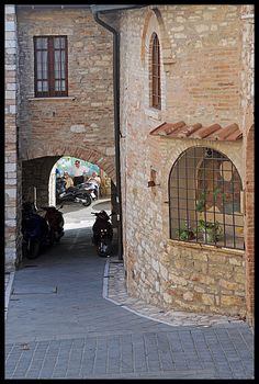 un angolo, de typical Umbrian medieval castle in Corciano, Perugia, Umbria_ Italy