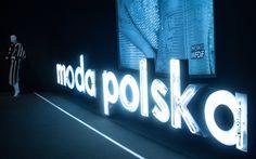 """Hexeline sponsorem wystawy """"Modna i już! Moda w PRL"""" w MNK"""