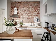 moderne Wandgestaltung Ideen Küche Backsteinwand Akzent - DEAVITA - Welcome to the World of Decor! Kitchen Interior, Brick Kitchen, Exposed Brick Kitchen, Brick Wall Kitchen, Kitchen Remodel, New Kitchen, House Interior, Home Kitchens, Kitchen Renovation