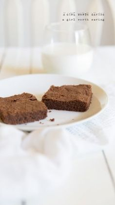 These Paleo Brownies are easy and tasty treats. Combined with cacao powder, tapioca and coconut flour this recipe is great for a quick chocolate fix!