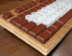 s'mores keyboard. oh my goodness. oh my goodness. i dont even really like s'mores but oh my gosh i want this for my next birthday...