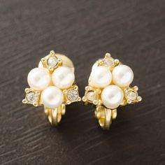 Pretty Dior Pearls Earrings.