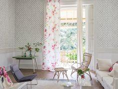 Salón con textiles de flores