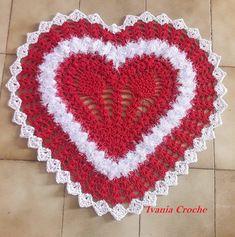 tapete coração,feito com linha ótima qualidade fio macio peludinho linda peça decoração.
