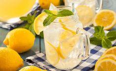 Is gewoon water te gewoontjes en wil je variëren? Water met citroen en munt is lekker verfrissend.