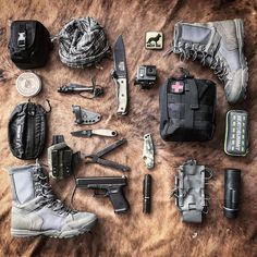 15 items for the ultimate bug out bag list. Edc Tactical, Tactical Equipment, Survival Equipment, Military Equipment, Outdoor Survival Gear, Outdoor Gear, Outdoor Camping, Urban Survival Kit, Survival Tools