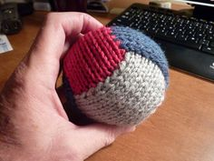 Looks like a good way to use up bits of leftover yarn.