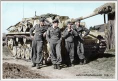 Oberleutnant Bodo Spranz, Chef 1.Batterie/Sturmgeschütz-Brigade 237/330.Infanterie-Division/ IX.Armee-Korps/4.Armee/Heeresgruppe Mitte, with his crew and StuG III Ausf.G. - Ostfront '42/43