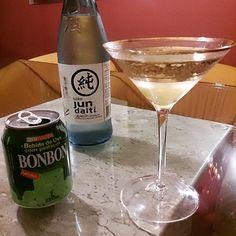 Porque hoje estou com o clima misterioso do Oriente.  Sake + Suco de Uva Verde com pedaços = Felicidade e Mistério #hapiness #sake #jundaiti #haitai #madeinsouthkorea #seul #korea  #orientalmystery #greengrape #grapejuice #mancontemporary #lifestyle