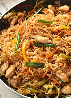 Chinese Chow Mein at home,under 30 mins! Chow mein sauce,stir-fry veggies and chicken makes this Chicken Chow Mein better than takeout menu Chicken Chow Mein Noodles Recipe, Chow Mein Sauce Recipe, Chicken Chowmein Recipe, Chow Mein Noodle Recipe, Easy Chow Mein Recipe, Crispy Chow Mein Noodles, Gourmet Chicken, Chicken Wing Recipes, Veggie Fries