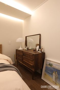 [시공사례] 철산 두산위브 / 24평 / 구정 브러쉬골드 애쉬브라운 / 따뜻한 우드 포인트 인테리어 / interior by 카멜레온 디자인 : 네이버 블로그 Capsule Wardrobe Essentials, Dresser As Nightstand, Modern Contemporary, Minimalist, Luxury, Bedroom, Interior, Table, House