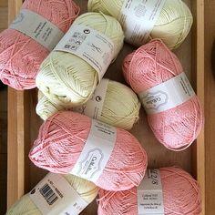 Sukkertøy#yarn#garndilla#yarndrobe#pasteller#yarninspo#strikk#knitting#iloveyarn