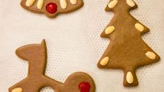 Gingerbread Christmas Ornaments Gingerbread Cookies, Christmas Ornaments, Desserts, Gingerbread Cupcakes, Tailgate Desserts, Ginger Cookies, Deserts, Christmas Jewelry, Christmas Decorations