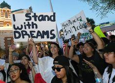 El mexicano más rico del mundo ayudará a inmigrantes a regularizar su situación legal