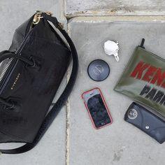 ロンドンの街で見かけた、お洒落な人のバッグの中身は?|定番ファッショントレンド(流行・モード)|VOGUE JAPAN