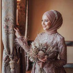 Muslimah Wedding Dress, Muslim Wedding Dresses, Abaya Fashion, Muslim Fashion, Wedding Hijab Styles, Hijab Dress Party, Islamic Girl, Prom Dresses With Sleeves, Maternity Gowns