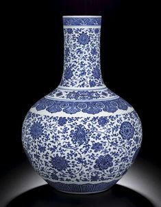 A magnificent blue and white porcelain vase, tianqiuping Yongzheng Mark and period Fine Porcelain, Porcelain Ceramics, Ceramic Art, White Ceramics, Porcelain Jewelry, Art Nouveau, Oriental, Blue And White Vase, Chinese Ceramics