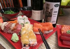 A fine pairing of sushi and Austrian wine! Sushi Co, Wine Recipes, Beverages, Meat, Chicken, Food, Meals, Yemek, Buffalo Chicken