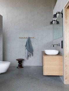 COCO LAPINE DESIGN -COCO LAPINE DESIGN Bamboo Bathroom, Small Bathroom, Master Bathroom, Remodled Bathrooms, Bathroom Trends, Bathroom Ideas, Minimalist Home Decor, Bathroom Colors, Colorful Bathroom