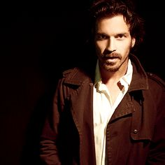 Santiago Cabrera, now this is a photo gif set worth repining over and over again... <3
