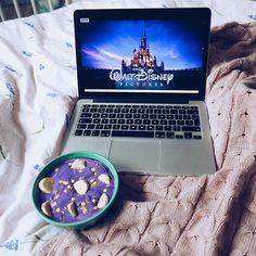"""Polubienia: 76, komentarze: 13 – 🍉 Arbuzowa Mama 🍉 (@arbusowa) na Instagramie: """"Niedziela 💘 Jakie są Wasze ulubione filmy Disneya? 🎬 #waltdisney #onmybed #pursuewhatislovely…"""""""