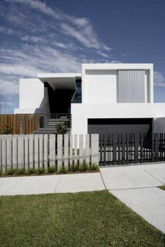 fence gate design images for minimalist house: Modern House Design With Front Fence Black White Colo House Fence Design, Fence Gate Design, Modern Fence Design, Modern House Design, Contemporary Design, Backyard Fences, Fenced In Yard, Fence Landscaping, Pool Fence