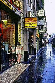 London. Coffee Shop by a rainy day. PerutzColor, Sept 1967 by Jean Paul Margnac
