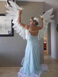 Learn to Fly by ShyrithWriter on DeviantArt Angel Wings Costume, Bird Costume, Halloween Cosplay, Halloween Costumes, Phoenix Costume, Fancy Dress, Dress Up, Diy Angels, Diy Wings