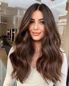 Highlights Curly Hair, Brunette Hair With Highlights, Brown Hair Balayage, Dark Blonde Hair, Partial Highlights, Hair Color Shades, Hair Color Dark, Hair Colors, Chocolate Hair