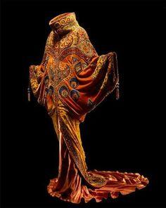 John Galliano for Dior Haute Couture, Spring/Summer 1998 Vintage Mode, Vintage Dior, Vintage Fashion, Vintage Hats, 1950s Fashion, Victorian Fashion, John Galliano, Fashion History, Fashion Art
