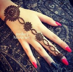 I really love this hennaxxx Pretty Henna Designs, Modern Henna Designs, Finger Henna Designs, Henna Art Designs, Mehndi Designs For Girls, Mehndi Designs 2018, Mehndi Designs For Fingers, Mehndi Design Images, Simple Mehndi Designs