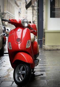 Red Vespa Paris