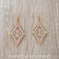 beaded jewelry patterns step by step Seed Bead Jewelry, Bead Jewellery, Seed Bead Earrings, Diy Earrings, Hoop Earrings, Diamond Earrings, Beaded Earrings Patterns, Beading Patterns, Beaded Bracelets