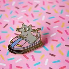 One more pic as I really like the sprinkled pattern :) Gold enamel kitty pin…