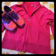 """🆕 Hot pink workout jacket. Cover up with this hot pink jacket, perfect for a workout or just relaxing. Two pockets on the front, zipper closure. One small spot, a few small snags. Length: 21.5"""", bust: 21"""", sleeve length: 16"""", fits like a large, tag read xl. Danskin Tops"""