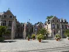 A Orléans, ne manquez pas la Collégiale de Saint-Pierre-le-Puellier, l'Hôtel de Ville, le Pont Royal (classé au Patrimoine mondial de l'Unesco)… - Tous vos échanges de maisons et échanges d'appartements sur Dreamarent http://www.dreamarent.com/echange-maisons-appartements