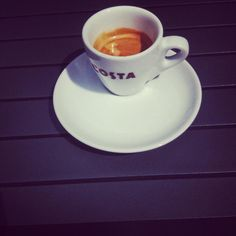 One of my favourite coffee brands, COSTA.. love the simplicity here #espresso #coffeecup
