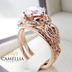 Unique Moissanite Engagement Ring Set 14K Rose por CamelliaJewelry