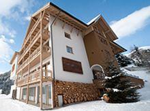 Hotel Natürlich in Fiss, Tirol. Sommer in Österreich.