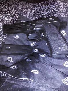 30 Awesome Kimber Pistols For Ideas On Your Next Gun - Allgunslovers Black Widow Aesthetic, Badass Aesthetic, Bad Girl Aesthetic, Foto Piercing, Fille Gangsta, Thug Style, Thug Girl, Revolver Pistol, Gangster Girl