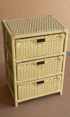 Confira no Artesanei #Artesanei #Decor #Croche #Festa #Brincos #Bijuteria #Joia #Patchwork #Ideia #Fashion #Artesanato #Quadros #Pluseira mais Pronta entrega Cane Furniture, Bamboo Furniture, Newspaper Basket, Newspaper Crafts, Bamboo Crafts, Diy Box, Tray Decor, Make Design, Artisanal