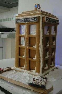 Tardis gingerbread house