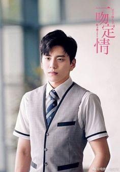 Fall in Love At First kiss Asian Actors, Korean Actors, First Kiss Movie, Our Times Movie, Drama Taiwan, Darren Wang, Itazura Na Kiss, Funny Science Jokes, Chines Drama