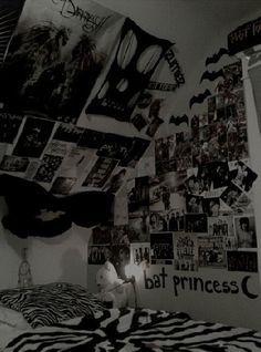 grunge room diy Diy room decor for teens grunge 21 ideas Punk Rock Bedroom, Emo Bedroom, Punk Room, Grunge Bedroom, Teen Girl Bedrooms, Room Ideas Bedroom, Loft Bedrooms, Bedroom Designs, Bedroom Decor